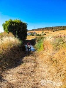 Cruzando la Ribera de la Laja