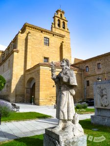 Plaza de San Francisco y Parador de Santo Domingo Bernardo de Fresneda