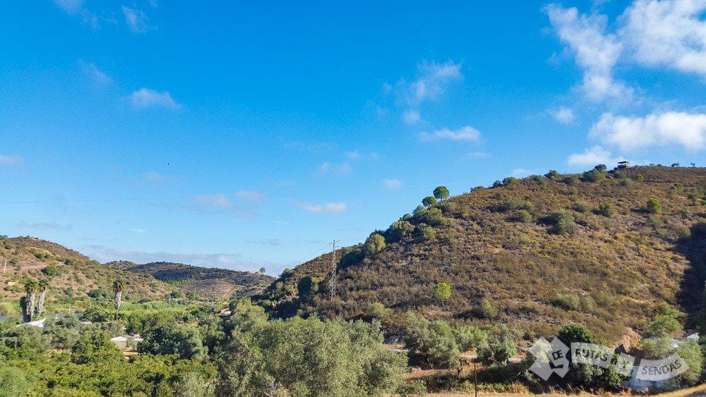 Atalaya de salto en lo alto del monte