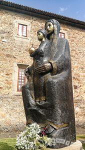 Talla de Virgen con el Niño (Grijó)