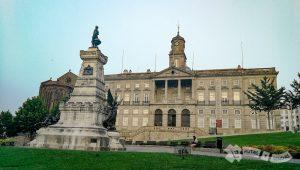 Plaza del Infante Don Enrique y Palacio de la Bolsa