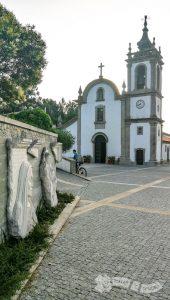 Escultura en Castelo do Neiva e Iglesia de Santiago