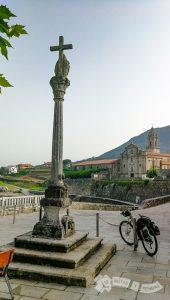Crucero y Real Monasterio de Santa María (Oya)