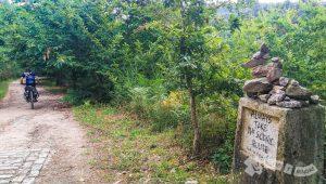 Sendero paraleo al Rio Valga