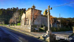 Cruceiro gótico e Iglesia de Santa María das Areas