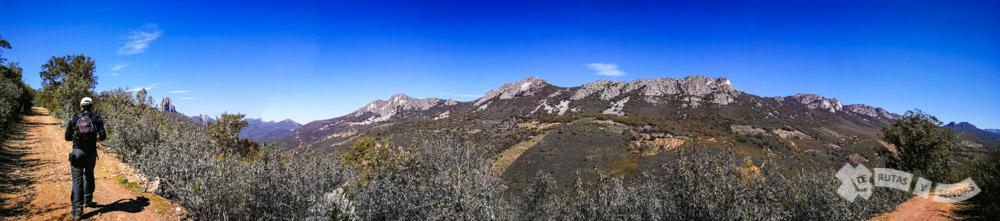 Ascenso por la Sierra del Alcornocal con Sierra de la Ortijuela a la derecha