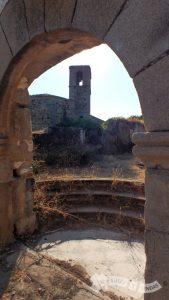 Puerta de la muralla e Iglesia de la Asunción