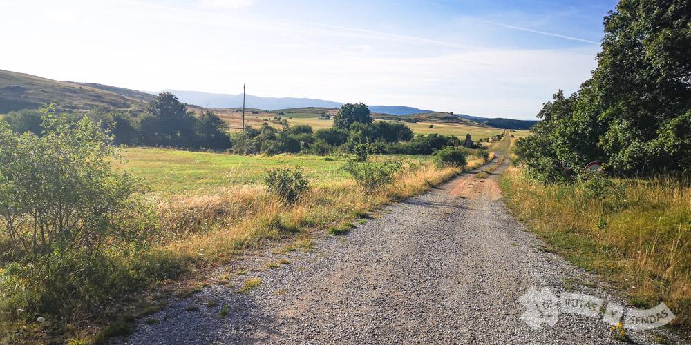 Camino al Menhir de La Llaneda