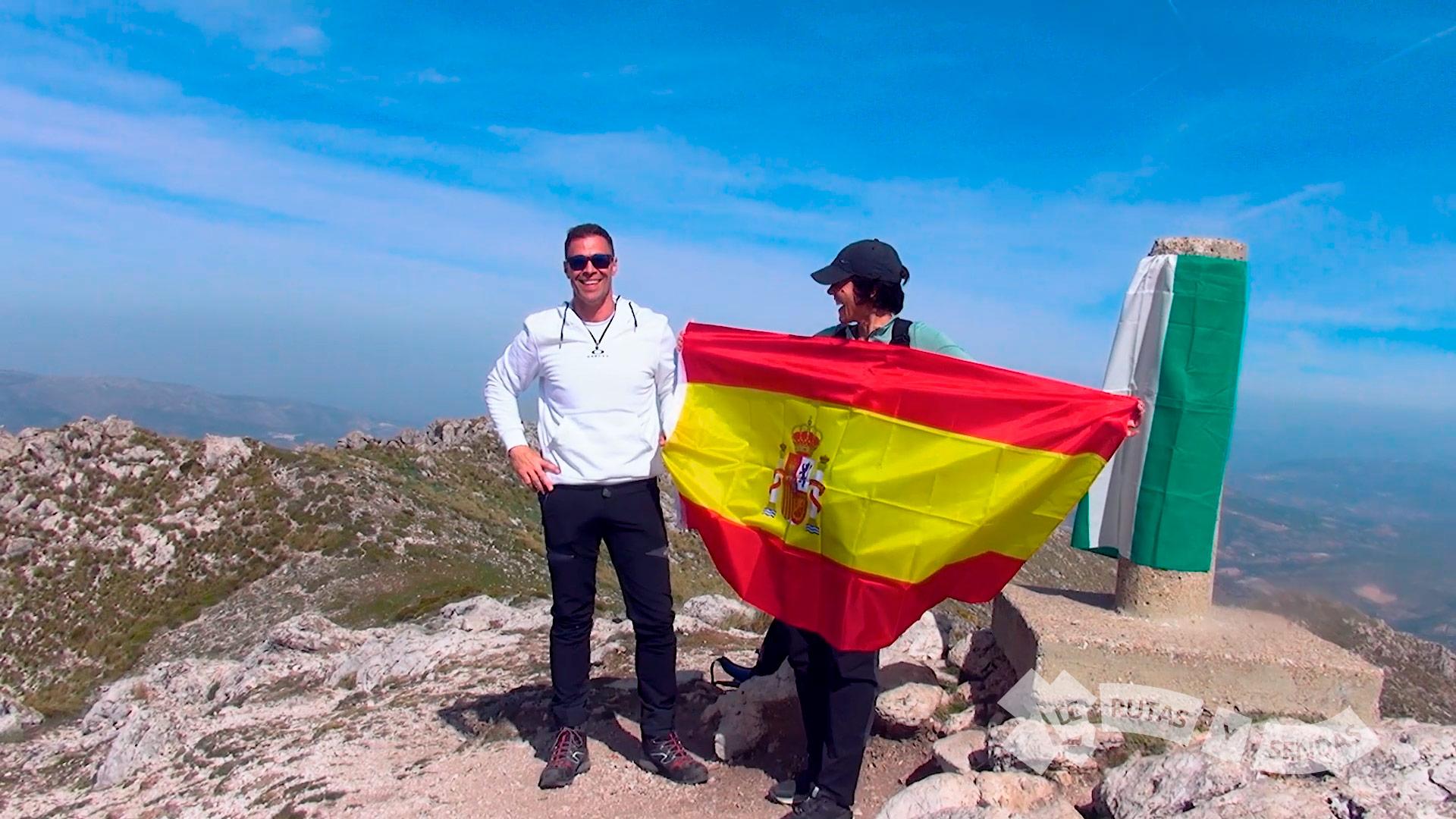 Alejandro nos regala una bandera de España