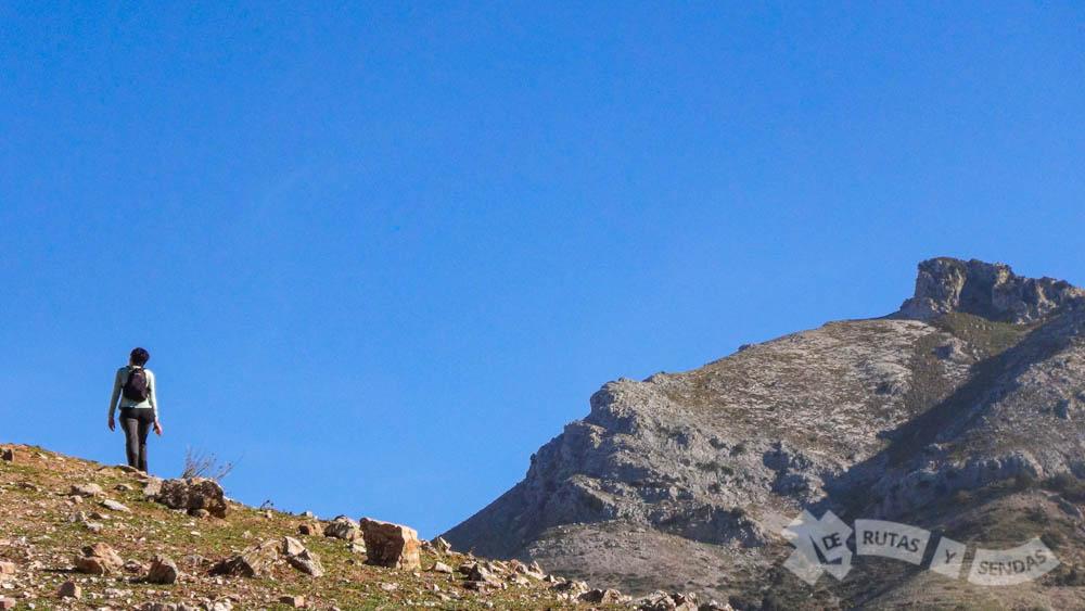 Pico El Morrión al fondo