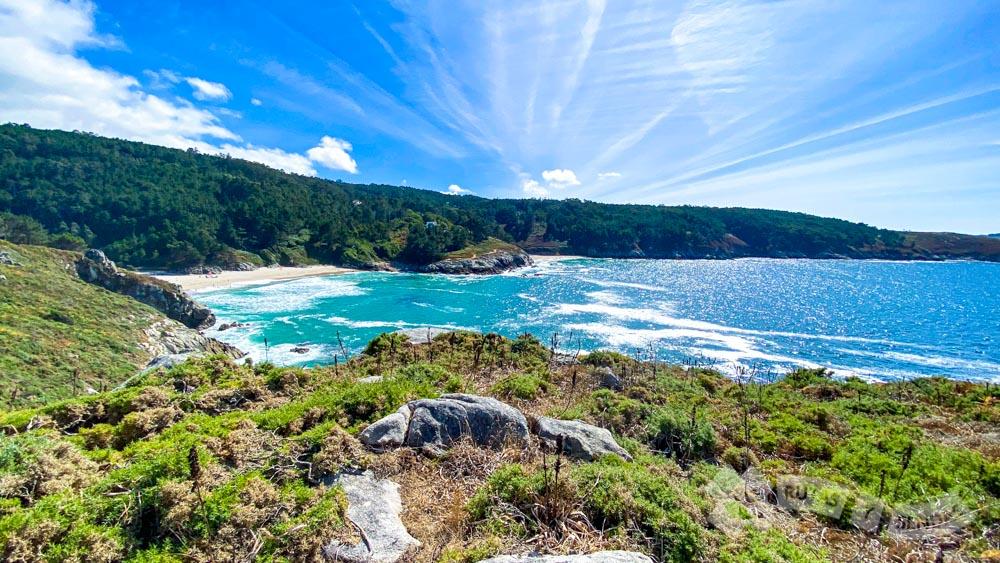Punta da Catuxa separando las Playas de Rebordelo y San Pedro